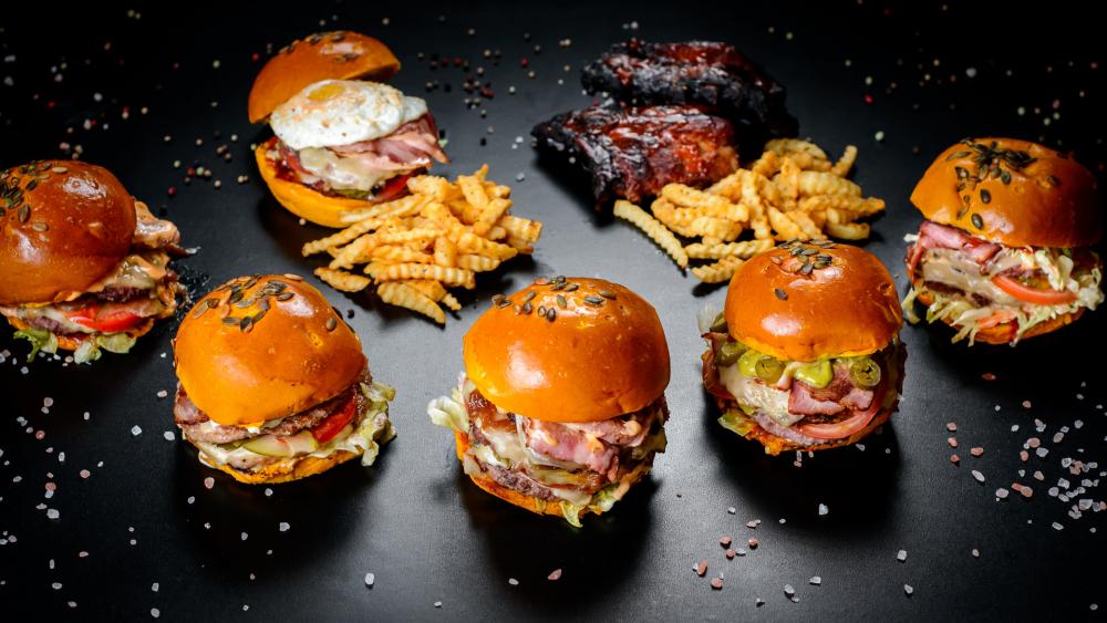 Tzaka Packa burger cover