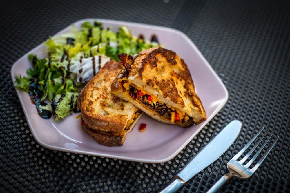 Neata Omelette Bistro cover