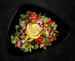 Salată cu legume proaspete image