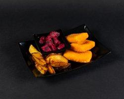 Cascaval pane cu cartofi prăjiți și sfeclă roșie image