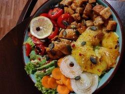 Salată cu pui si ananas