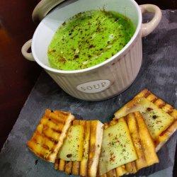 Supă cremă de mazăre cu nucșoară