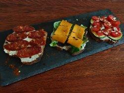 Sandwich cu salam de Curtici