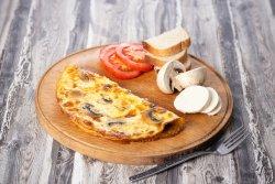 Omletă cu ciuperci și mozzarella
