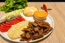 Hummus cu vițel și curcan