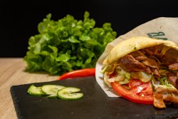 Kebab de vițel și curcan la chiflă