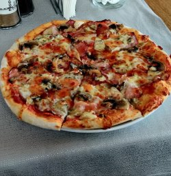 Pizza Traditionale image