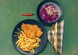 Șnițel de pui + garnitură și salată la alegere image