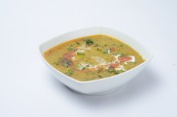 Curry vegetarian- Daal Palak image