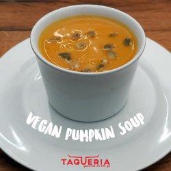 Creamy Vegan Pumpkin Soup / Supă Cremă de Dovleac (de Post)