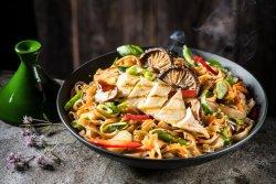 Noodle cu pui și legume  image