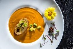 Supă cremă de legume și avocado cu crutoane image