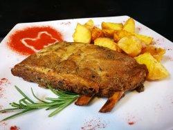 Costita de porc cu cartofi aurii si sos Joie de Vivre