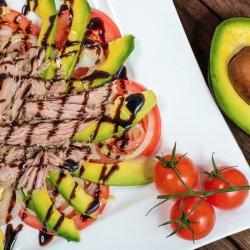 Salată cu avocado și ton image