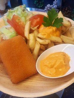 Meniu Cașcaval pane cu cartofi și salată + suc image