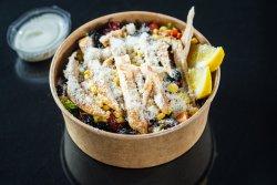 Salată cu piept de pui la grătar image