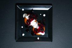 Papanași cu dulceață de afine și smântână