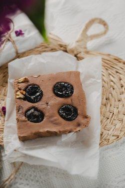 Ciocolată de casă cu țuică și prune uscate 100g image
