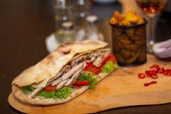 Sandwich cu porc