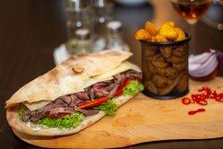 Sandwich cu vită