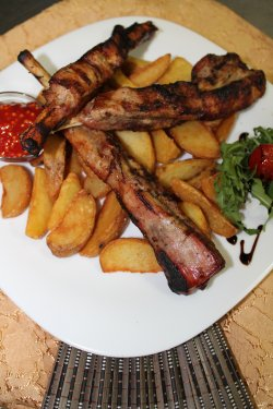 Costițe Donaris cu cartofi wedges