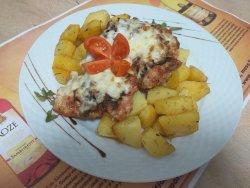 Pulpă de pui gratinată cu cartofi cu rozmarin