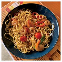 Spaghetti cu creveți în sos de vin
