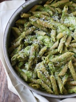 Penne integrale cu broccoli si pesto image