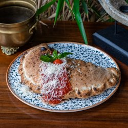 Pizza calzone speciale image