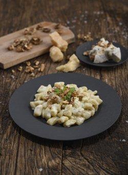 Gnocchi de cartofi cu cremă de gorgonzola maturată și nuci image
