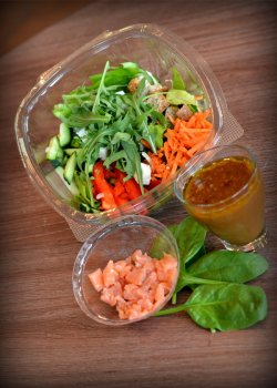 Salata cu somon afumat  image