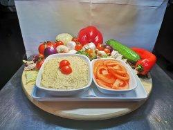 Vinete cu maioneză și ceapă cu salată de roșii