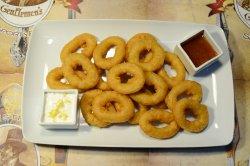 Inele de calamar cu sos de lămâie și sweet chilli