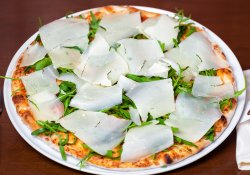 Pizza Rucola Grana image
