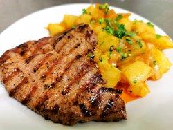 50% Reducere: Ceafă de porc la grătar cu cartofi prăjiți image