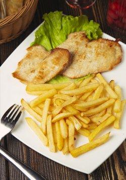 50% Reducere: Piept de pui la grătar cu cartofi prăjiți image