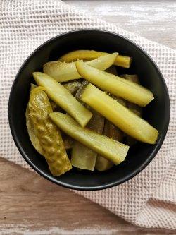 Salată de castraveți murați image