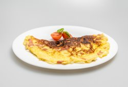Omletă cu bacon și mozzarella