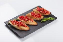 Bruschette cu tartar de roşii  image