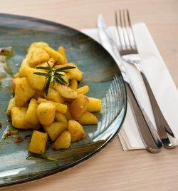 Cartofi cu rozmarin și usturoi image