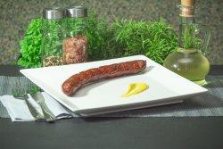Cârnați de porc afumați prajiti pe grătar pe jar