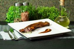 Piept de porc (fleică) la grătar pe jar cu mujdei de usturoi gratis