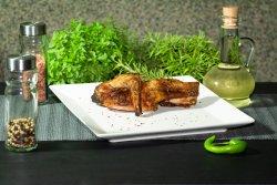 Sfert anterior de iepure la grătar pe jar cu mujdei de usturoi gratis