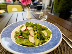 Salată de ridiche și spanac image