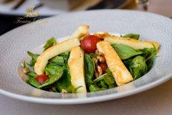 Salată cu halloumi și spanac baby image