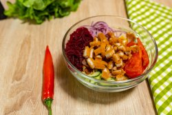 Salată cu șnițel de pui image