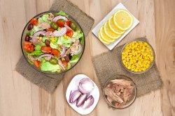 Salată Tuna cu ingrediente la alegere image
