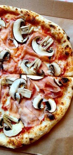 Prosciutto Funghi image