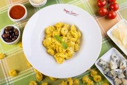 Tortellini Bolognese image