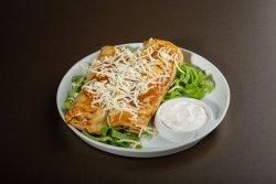 Clătite cu șuncă și caș, cu salată și sos tartar image